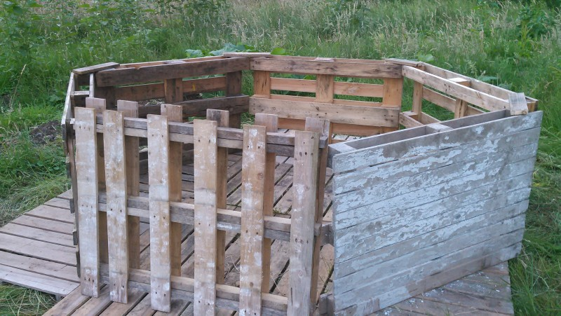 Photo of hexagon and base layer of pallets on 2018-06-18